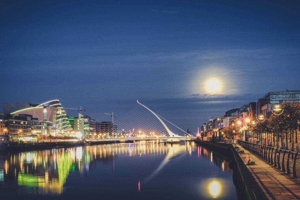 Dublin. Dublin city. street photography. ireland. travel. travel photography. photowalk. walking. people. street. art. on the street. samual becket bridge.jpg
