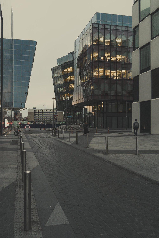 Dublin. Dublin city. street photography. ireland. travel. travel photography. photowalk. walking. people. street. art. on the street. building.jpg