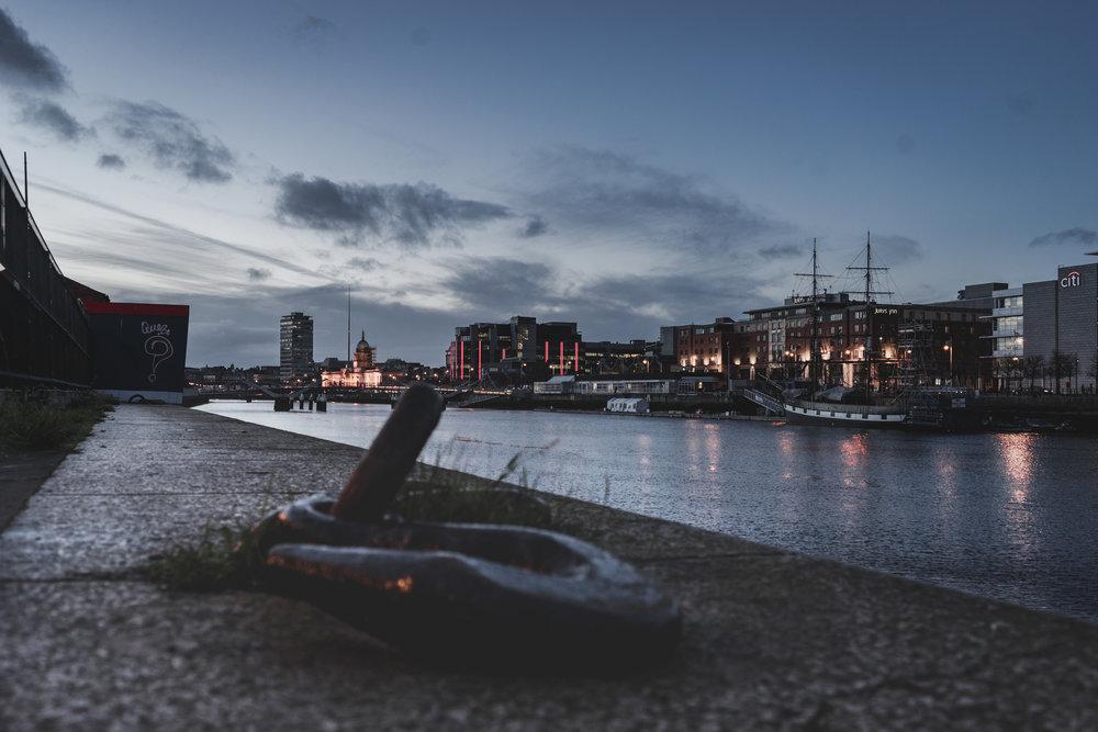 Dublin. Dublin city. street photography. ireland. travel. travel photography. photowalk. walking. people. street. art. liffey. river.jpg