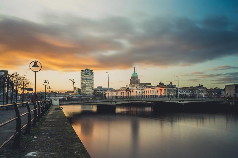 Dublin. Dublin city. street photography. ireland. travel. travel photography. photowalk. walking. people. street. art. sunset. light.jpg