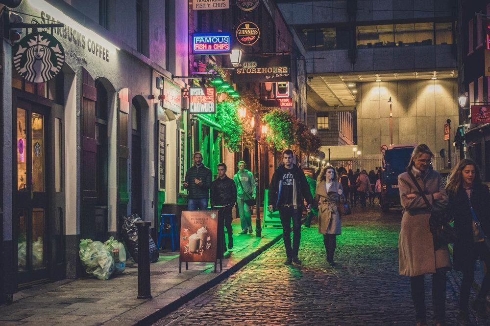 Dublin. Dublin city. street photography. ireland. travel. travel photography. photowalk. walking. people. street. art. on the street.  temple bar.jpg