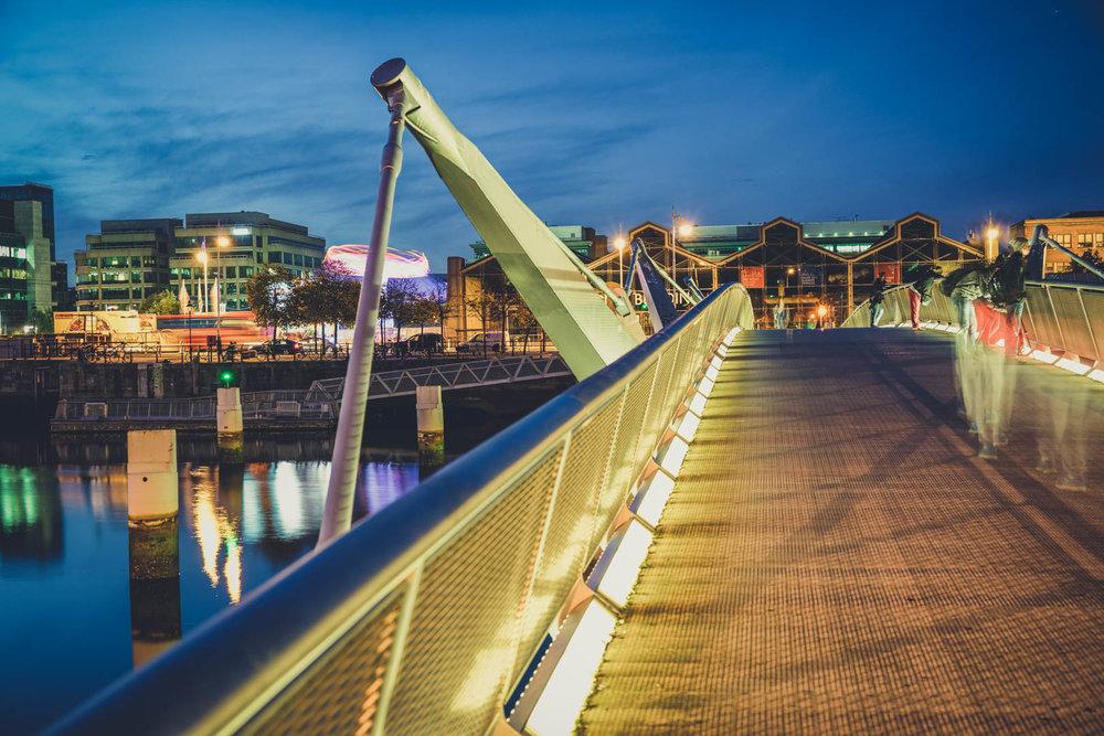 Dublin. Dublin city. street photography. ireland. travel. travel photography. photowalk. walking. people. street. art. on the street. bridge.jpg