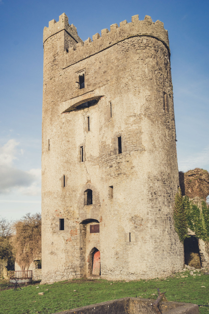 Ballyadams Castle.jpg