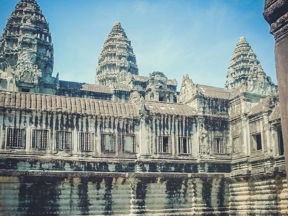 inside-angkor-wat_backpacking. south east asia. travel. young. thailand. cambodia. malaysia. couple. trip..jpg