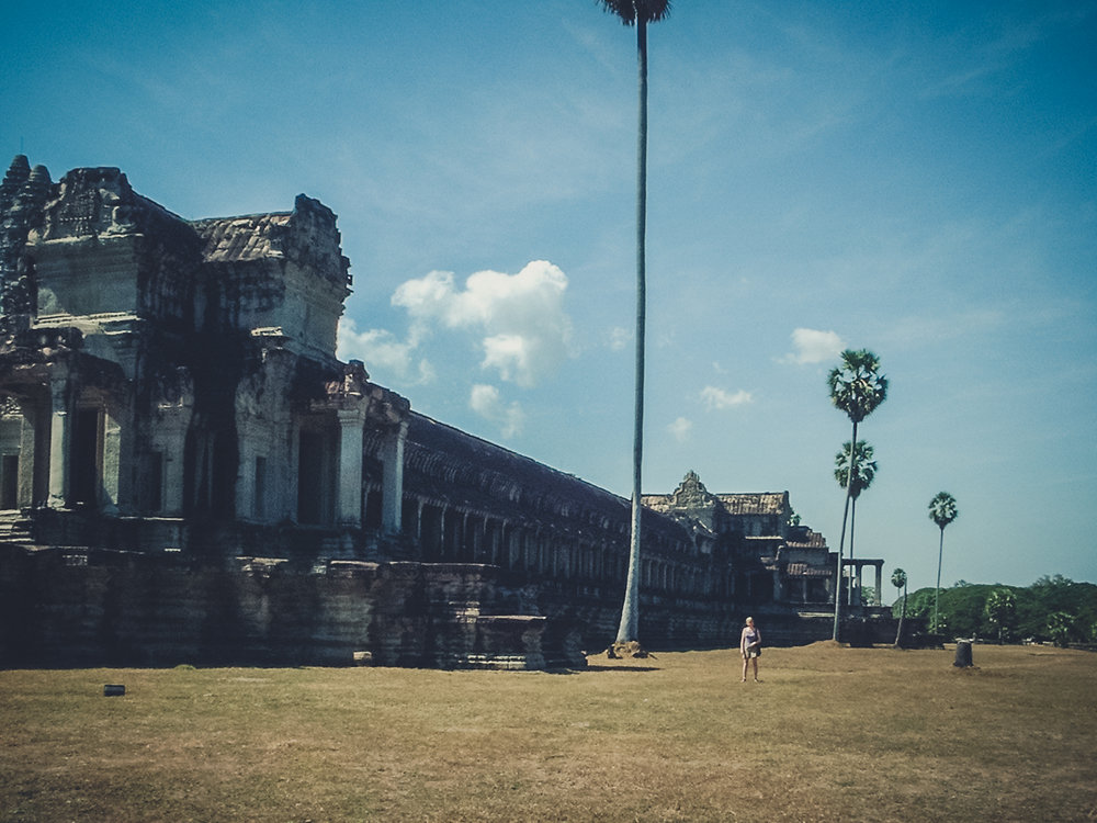 palm-trees-angkor-wat_backpacking. south east asia. travel. young. thailand. cambodia. malaysia. couple. trip..jpg
