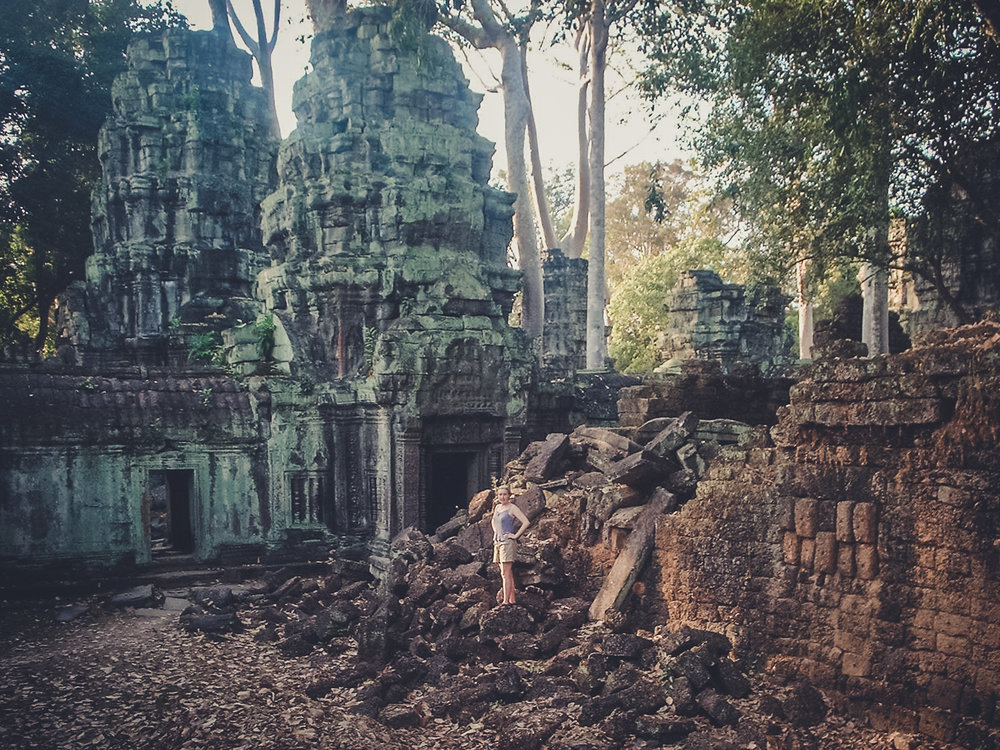 ruins_backpacking. south east asia. travel. young. thailand. cambodia. malaysia. couple. trip..jpg