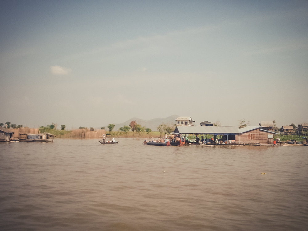 house-boat-on-the-mekong_backpacking. south east asia. travel. young. thailand. cambodia. malaysia. couple. trip..jpg