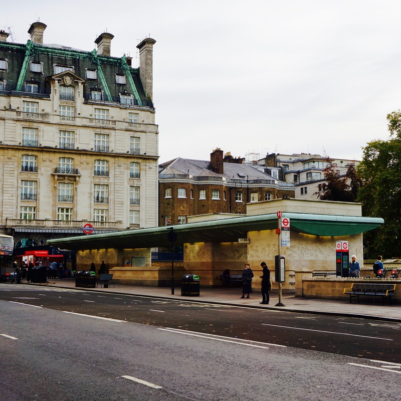 Green Park  Bones dating back to the 17th century were found during the construction of the Victoria line in the 1960s suggesting it was used as a plague pit.
