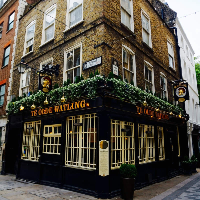 Ye Olde Watling, EC4M  Ye Olde Watling is said to be built from old ships's timbers by Sir Christopher Wren and dates back to 1668. The upstairs rooms were used as a drawing office during the building of St. Paul's Cathedral.