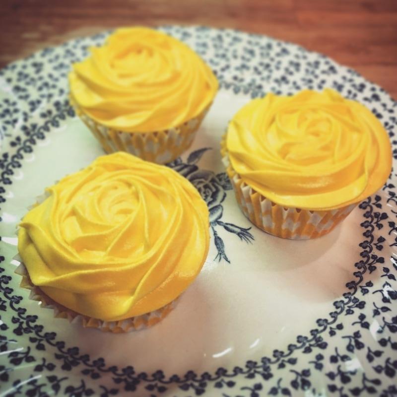 lemon-curd-cupcakes_orig.jpg