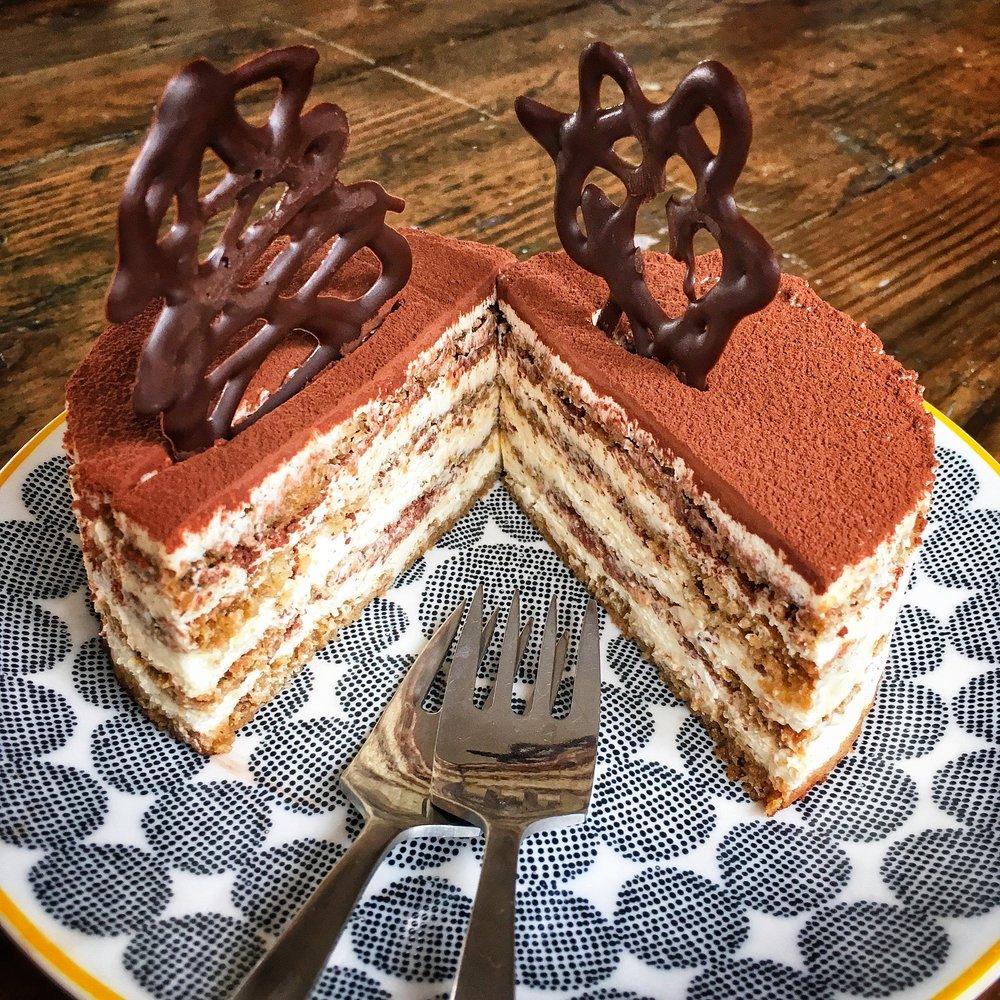 Tiramisu Cake 05.jpg
