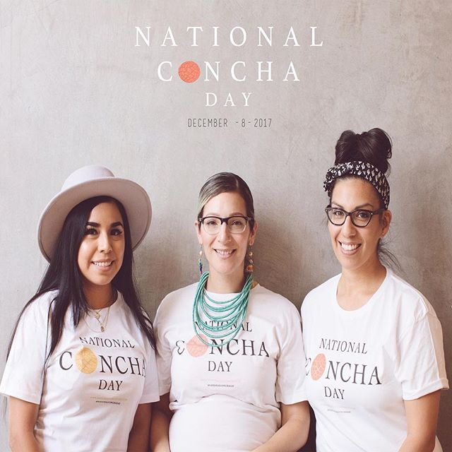 Vamos a tener Pari !  We're having a  #nationalconchaday  @nationalconchaday party 💃🏽 (More details to follow ) But for now  Mark your calendars y'all 🗓 For Dec 8th 2017  @vivaloscupcakes  @aliciasdelicias  And I  @raggedytiff  are happy to invite you all to a day of celebration, Conchas , coffee , giveaways and a meet /greet . Come join the fun and share your memories with us .  Extremely grateful for  @lamonarcabakery  La Monarca Bakery for  Hosting & Partnering with us and our campaign.