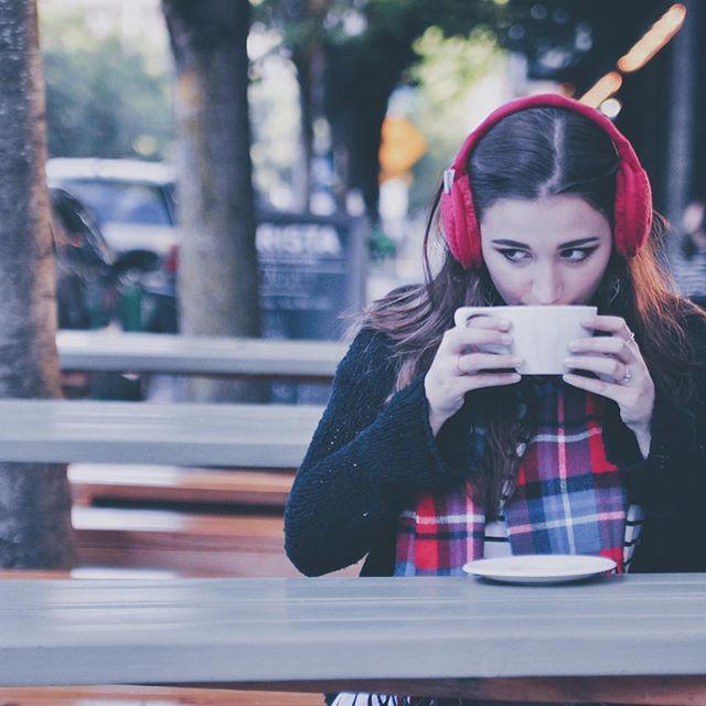 It's Monday! What's your playlist to get your week started off right? 🎵 - - - #styleblogger#insidertech#insider#insiderstyle#wearabletech#Bluetooth#earmuffs#fallfashion#fallfashion2017#winterfashion#winterfashion2017#lookbook#falllookbook#London#nyc#startup#indiegogo#kickstarter#readyforfall#readyforwinter#snowday#instagood#pdx#chicago#fashionposts#ootdfashion#instafashionista#stylishlook#stylishwomen