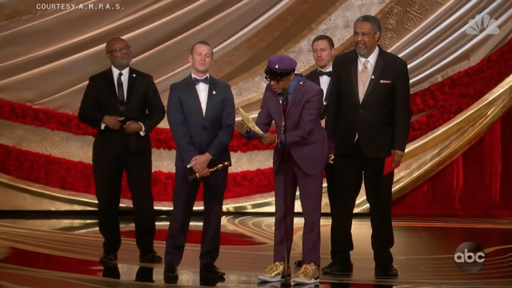 Spike Lee reads from notes on yellow paper for Academy Awards acceptance speech ( NBC  / ABC / AMPAS)