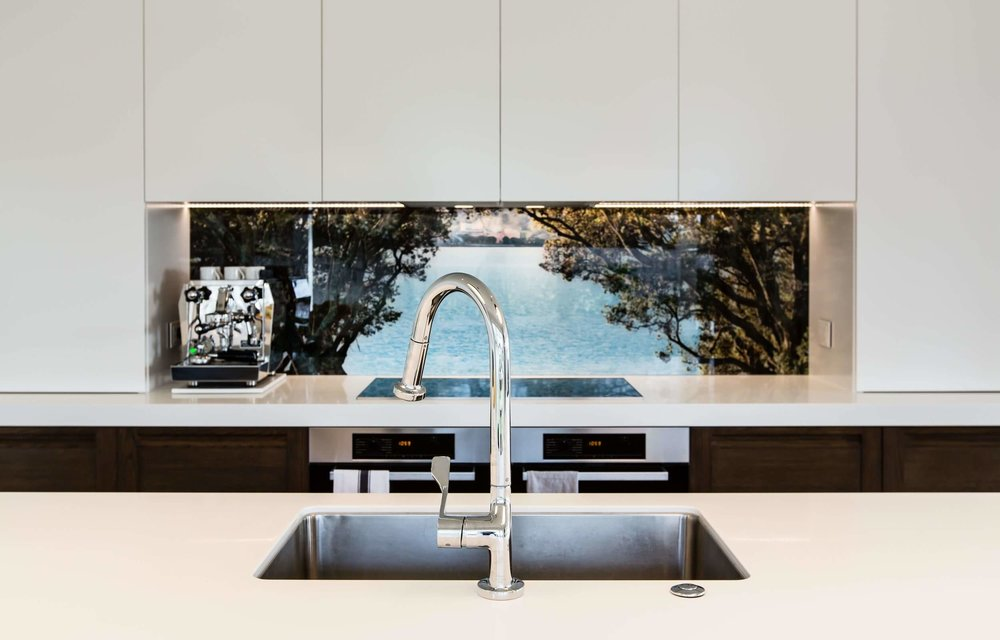 printed-glass-splashback-nature-pohutukawa-sea.jpg