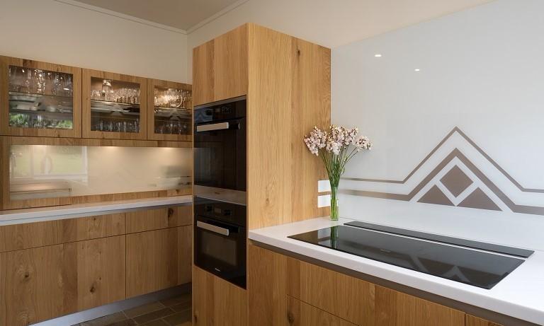 Art-Deco-Kitchen-White-Glass-Splashback-Geometric-Design.jpg