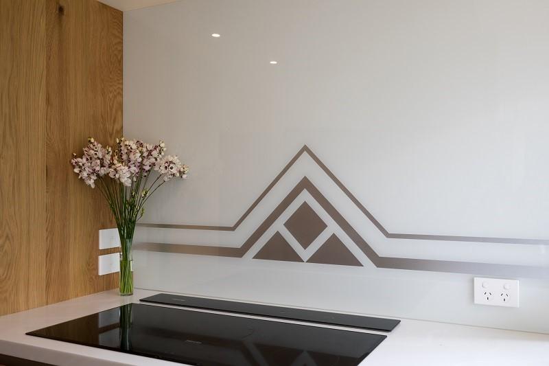 Art-Deco-Kitchen-White-Glass-Splashback-Geometric-Design-Zoom.jpg