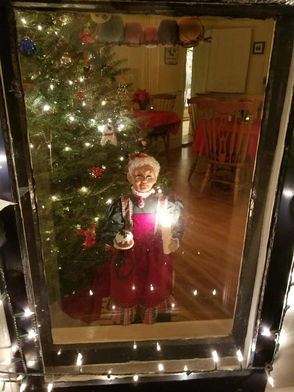 Mrs. Claus at Camden Windward House