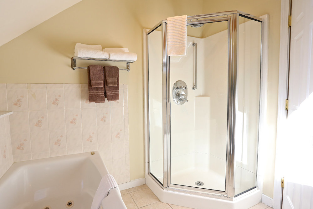 qdeck-bath-shower.jpg