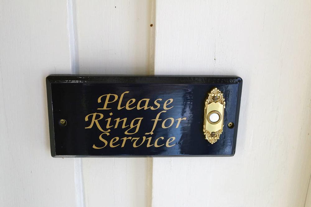 camden-maine-hotel_ring-front-door.jpg