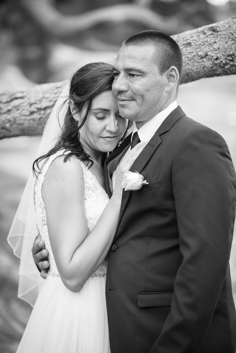 black & white of bride and groom in sydney
