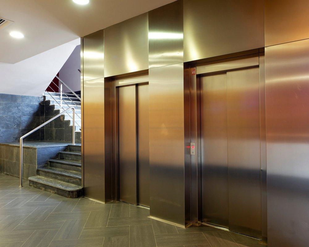 Ascensores - El edificio cuenta con dos ascensores que suben hasta la segunda planta.Ver galería >