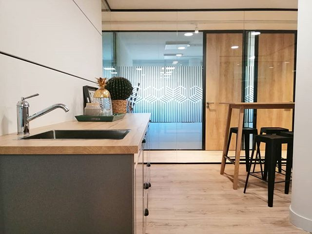 ¡Qué aproveche 🍝🔝! . . #centrodenegocios #office #business #businesscenter #descanso #despachos #coworking #saladereuniones #Madrid