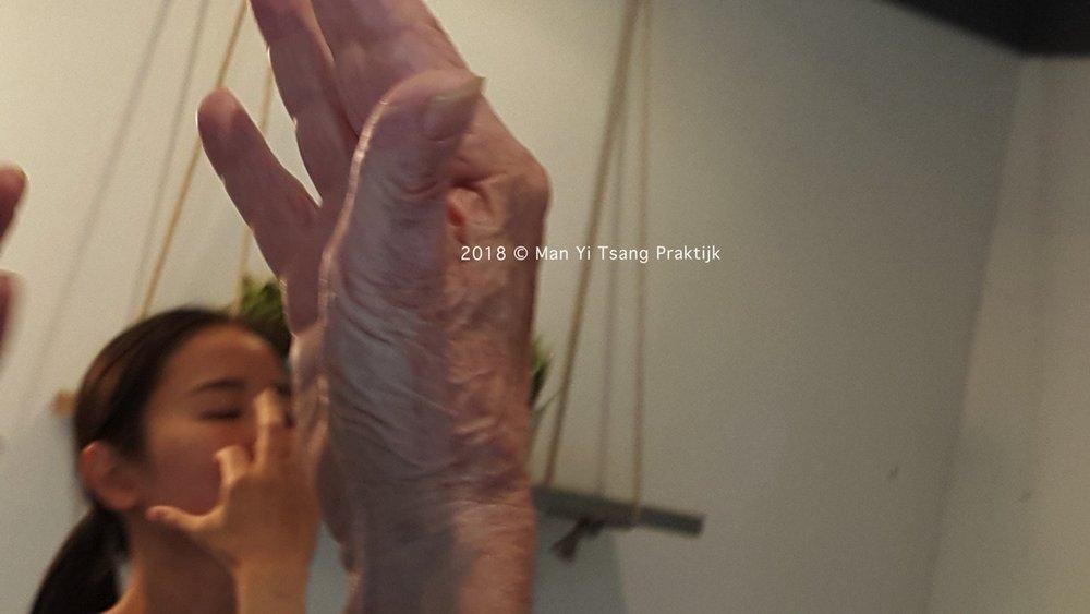Danstherapie Hand en Gezicht-min.jpg