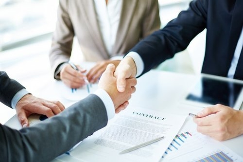 handshake-close-up-of-executives_1098-1384.jpg