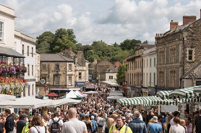 """RepostBy @thefromeindependent: """"Just one week to go until our penultimate market of 2017!  Please join us in beautiful Frome on Sunday 5th November for designer-made gifts, vintage treasures, amazing street food, Vintage Mobile Disco, Market Place Stage, Good Guys competition, family activities and general all-round good times. . . . #SomethingWonderfulWillHappen #Frome #TheFromeIndependent #Somerset# #stay36carlingcott #shortbreaks #romanticgetaways #familyholidays #dogholidays #visitbath #bathuk #traveluk #Iheartbath #countrylife #somerselife #somerset #condenasttraveler #weekendgetaway #weekendaway #visitengland"""