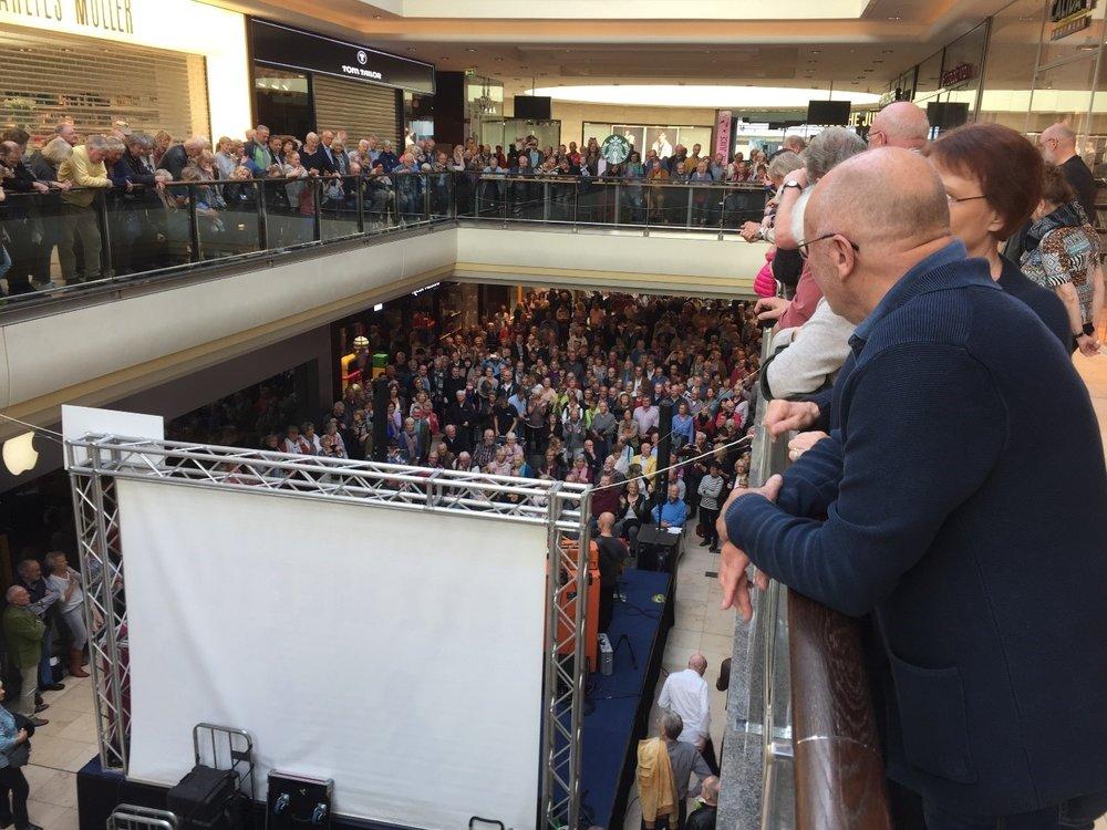 Jazz Meeting Bild von über der Bühne.jpg