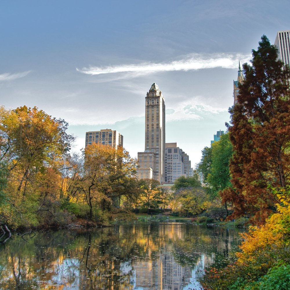 Southwest_corner_of_Central_Park,_looking_east,_NYC.jpg