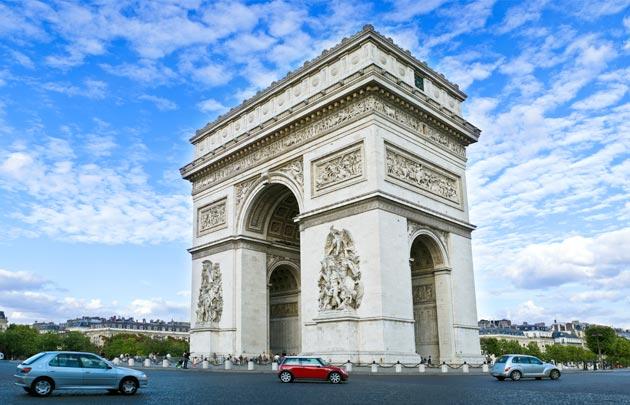 Arc-de-Triomphe-ciel-bleu-630x405-C-Thinkstock.jpg