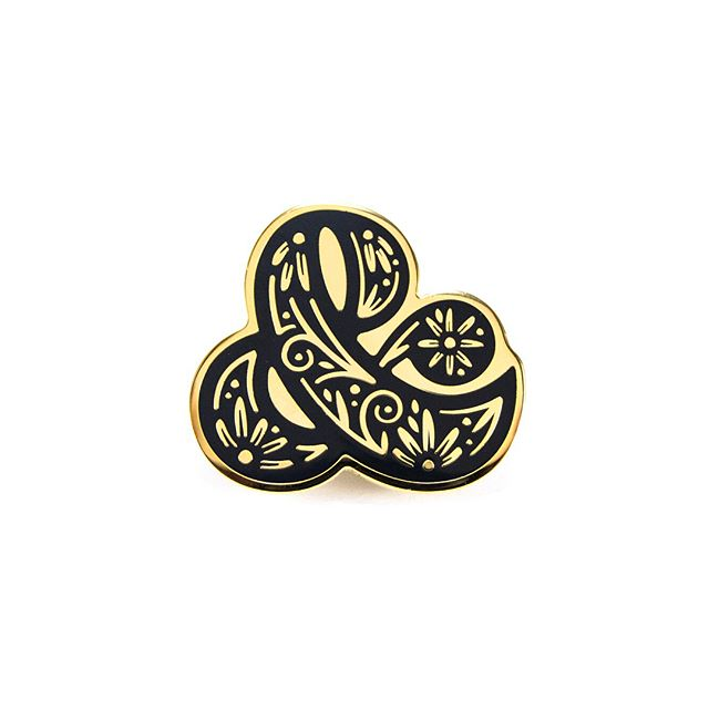 Just dropped this Ampersand pin in the shop! Link to purchase in profile 👏🏼