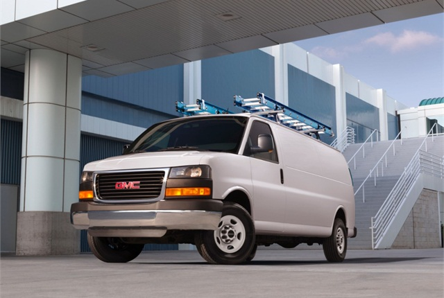 2017-gmc-savana-cargo-mov-exterior-mm1-lightbox-960x720-01.jpg