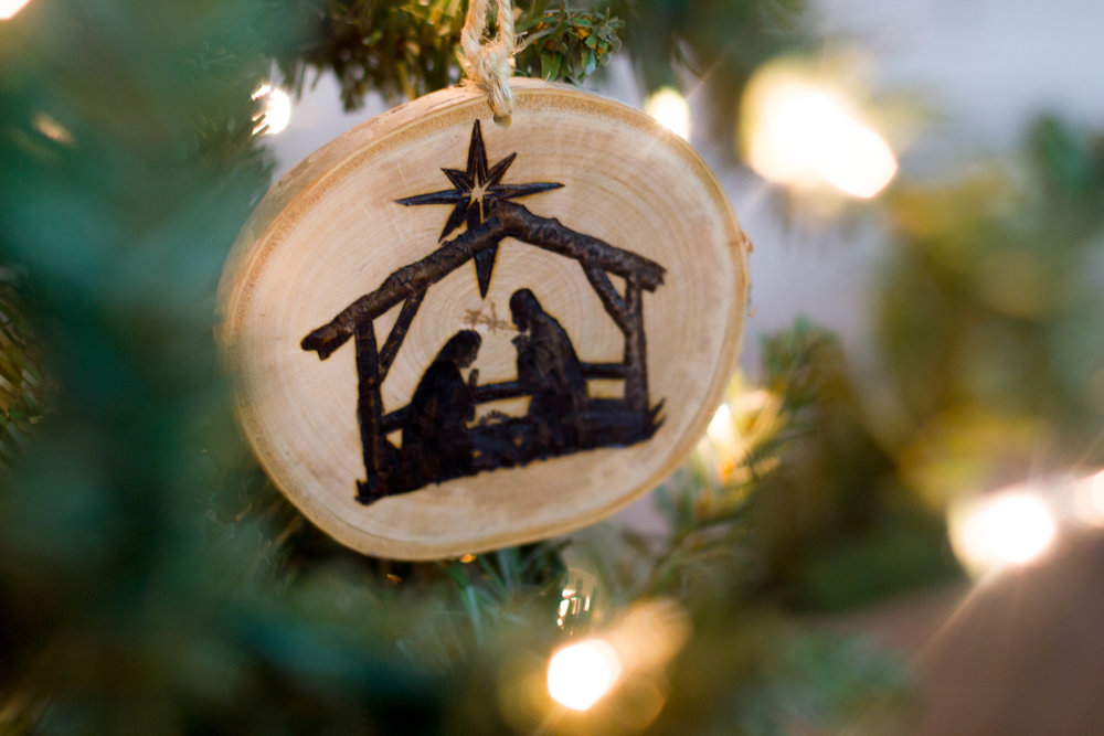 DIY Nativity Photo Ornament (COMING SOON)