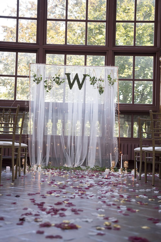 DIY Wedding Ceremony Backdrop (No Tools Required ...