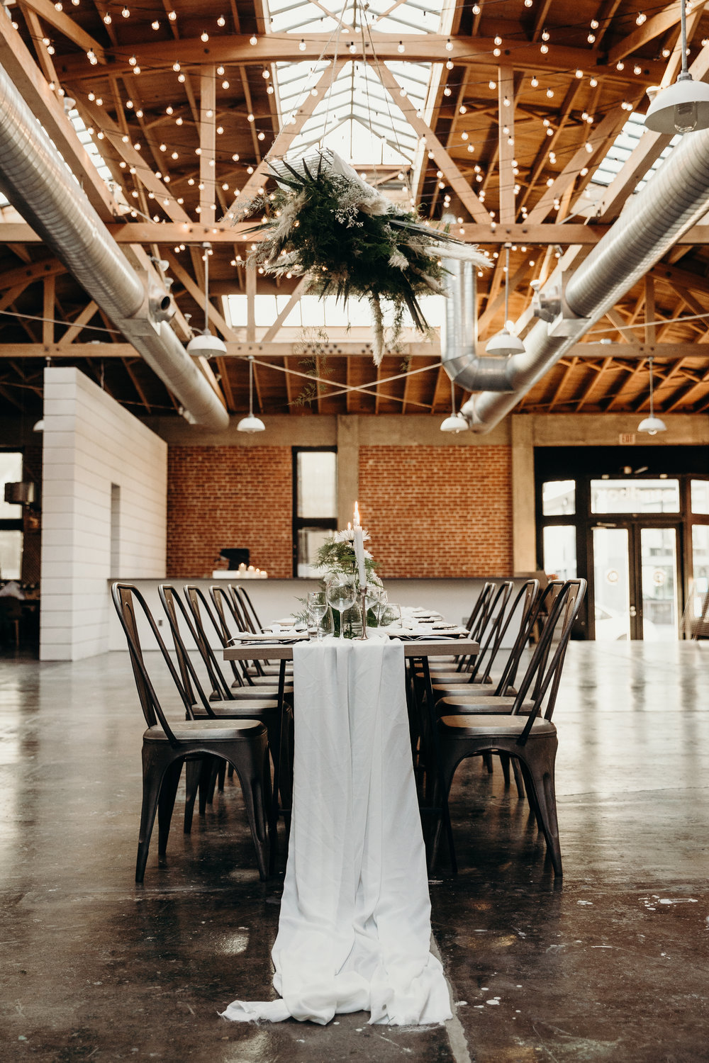 CHIC, MODERN + SLEEK. - A ROMANTIC DINNER WEDDING FOR THE MINIMALIST.