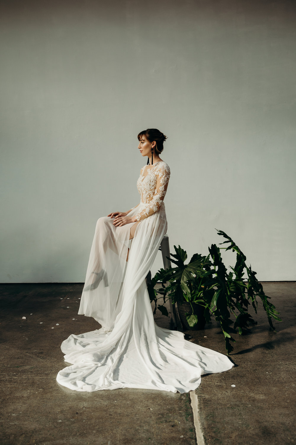 MINIMAL, CHIC + STATUESQUE. - EDITORIAL SHOTS IN AN INDUSTRIAL WAREHOUSE.