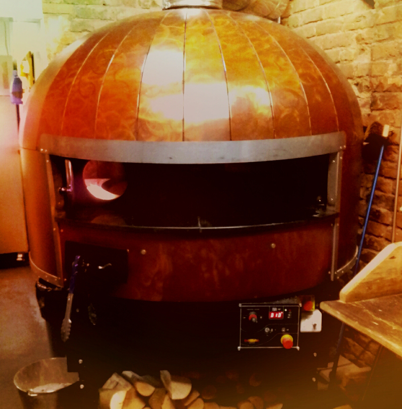 Why have a kiln when you could have a pizza oven that looks like a robot?.. or better, have both!! #lookslikearobot #iloverobots #robotoven    Join me on Instagram www.instagram.com/ rowenagilbertceramics