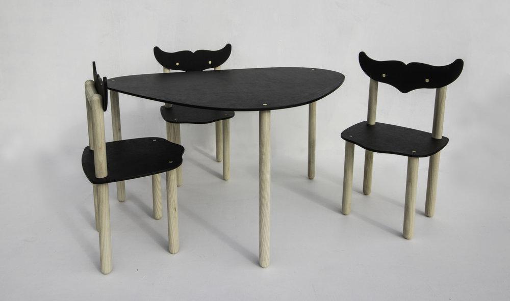 Happy Deer Design- paper play table