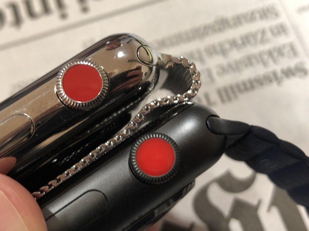 apple watch steel aluminium red dot comparison