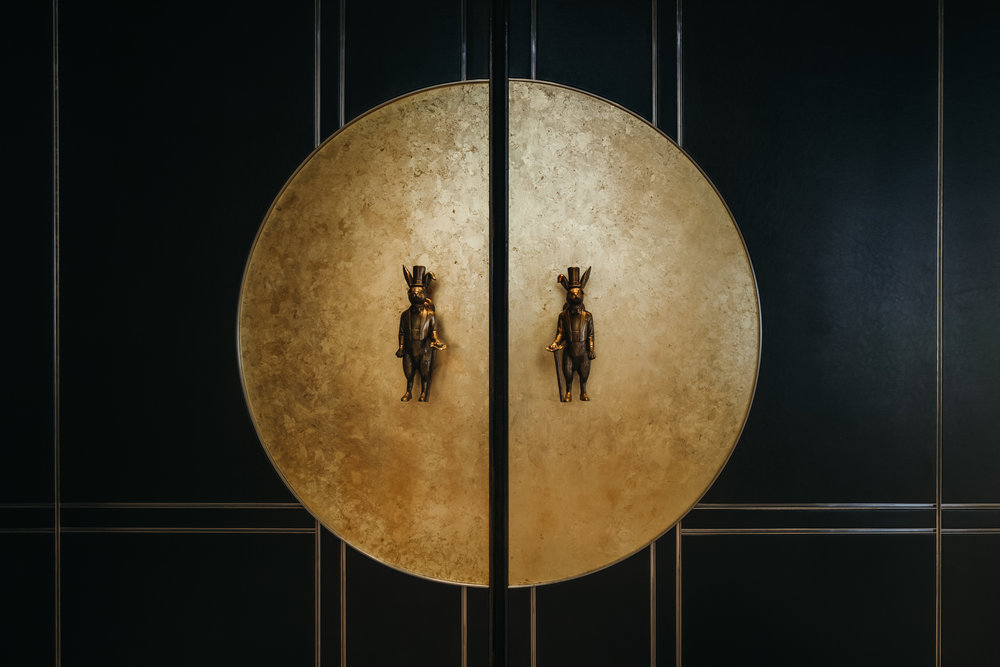 Influenced by the restaurant's circular shape, the owner's Chinese zodiac, and Macau's status as an intersection between East and West, the Wilson Associates team arrived at one prominent design narrative: Jules Verne's story of traveling to the moon, and the beloved Chinese fairy tale of the Jade rabbit in the moon.