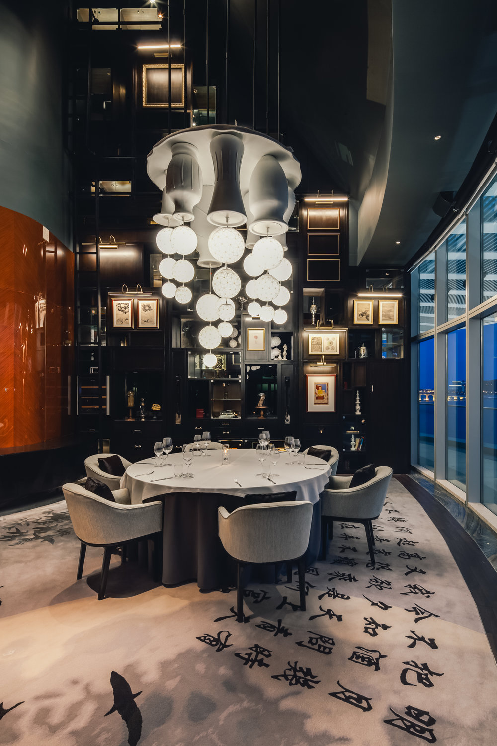 The carpet in the small private dining room features Chinese poet Su Shi's  Mid-Autumn Moon.  In fact, the poem is angled in such a way that guides one's eye out over the Macau skyline.