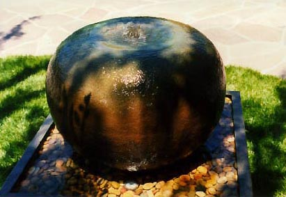 "Archie Held - ""Pomme"" bronze & water"