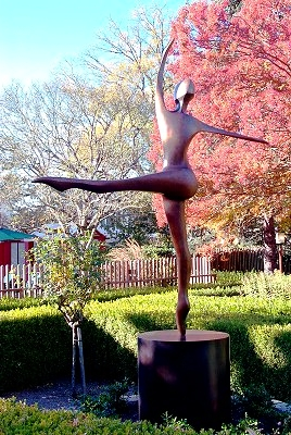 She Dances - Robert Holmes sculpture