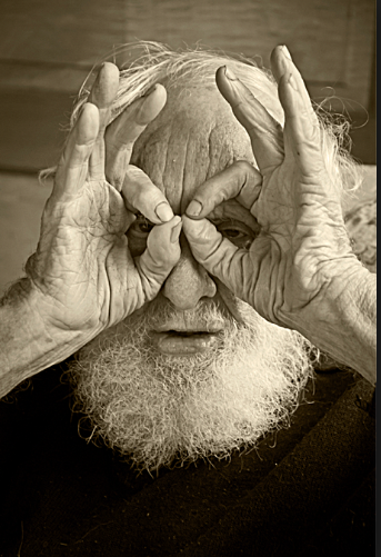 Jerry Jud demonstrating goggles.png