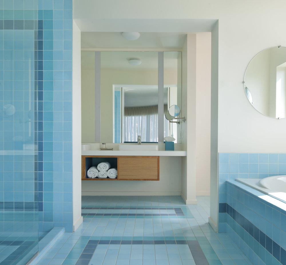 Beverly Laurel Corner Room 315 bath_Ca.jpg