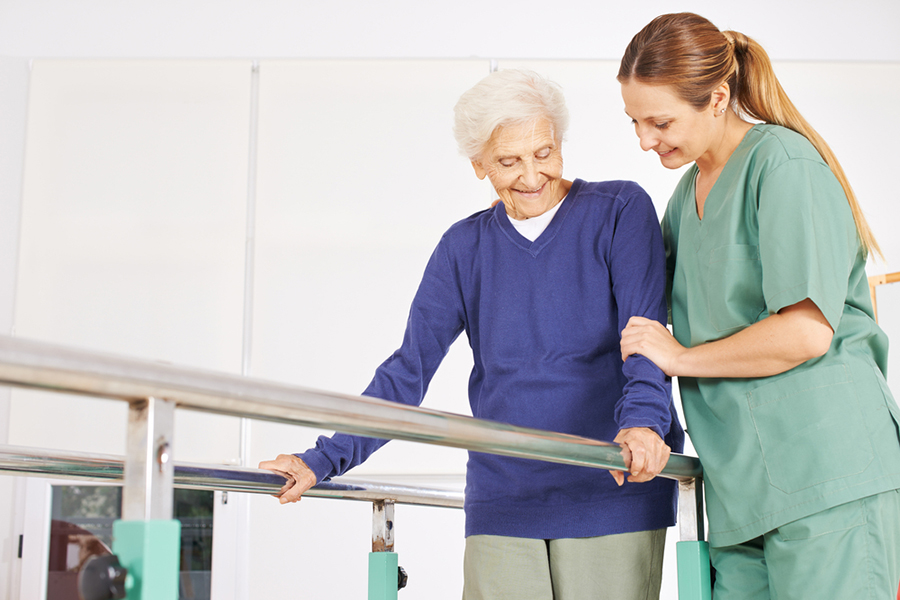 physiotherapist senior woman treadmill