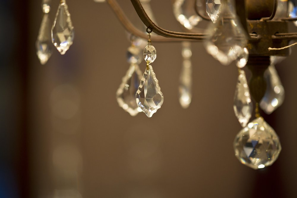chandelier-2381625_1920.jpg